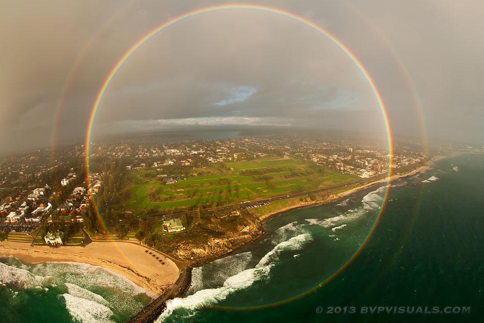 Arco iris circular sobre Australia