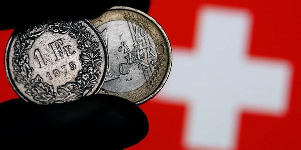 Schweizer lehnen Einführung von Vollgeld ab