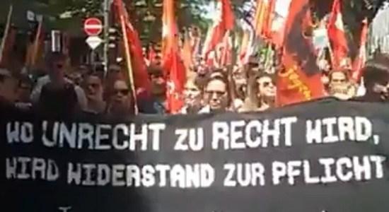 Massaal Duits protest tegen minder vrijheden en meer politiemacht – De Lange Mars Plus