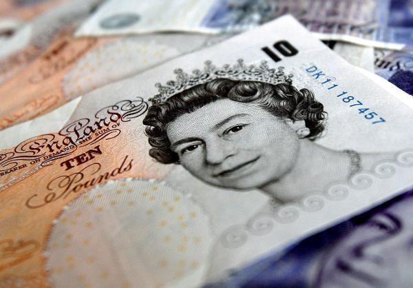 Auffällige Wetten gegen das Pfund kurz vor Regierungskrise