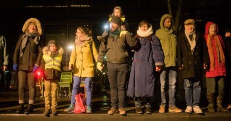 Ongeziene solidariteit: duizenden burgers weten grootscheepse razzia te vermijden