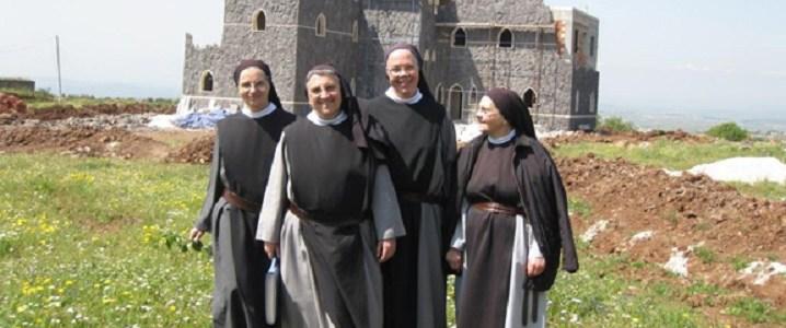 Syrische trappisten nonnen zeggen dat Westerse mogendheden en de media oorlogspropaganda voeden