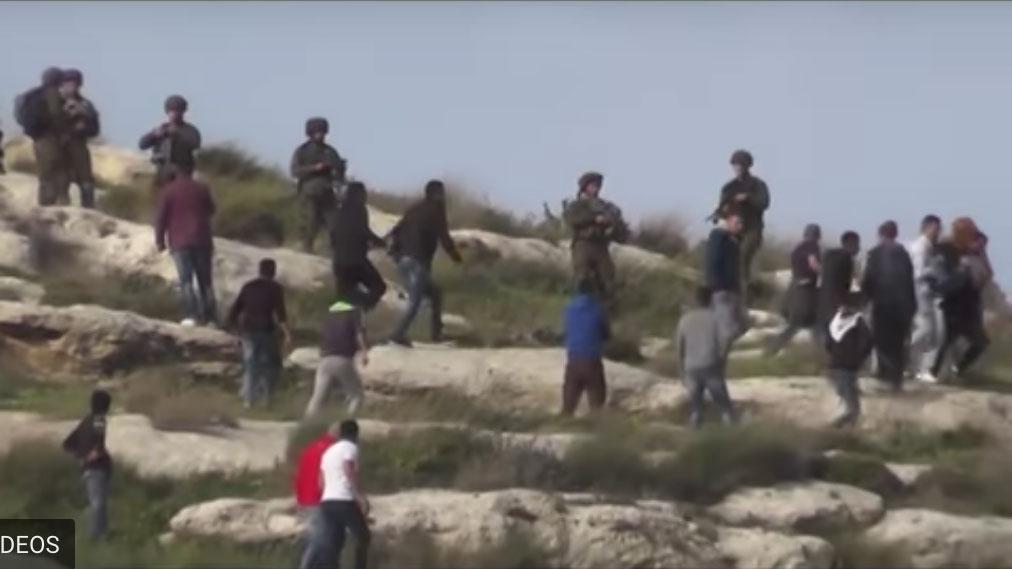 Israëlische militairen behulpzaam bij kolonistengeweld tegen Palestijnen – The Rights Forum