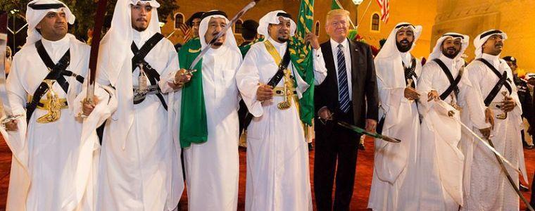 Trump roert in gas enoliebrij | Uitpers
