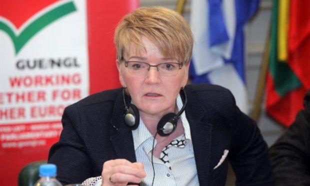 Fractieleider radicaal-links in Europees Parlement maakt zichzelf belachelijk