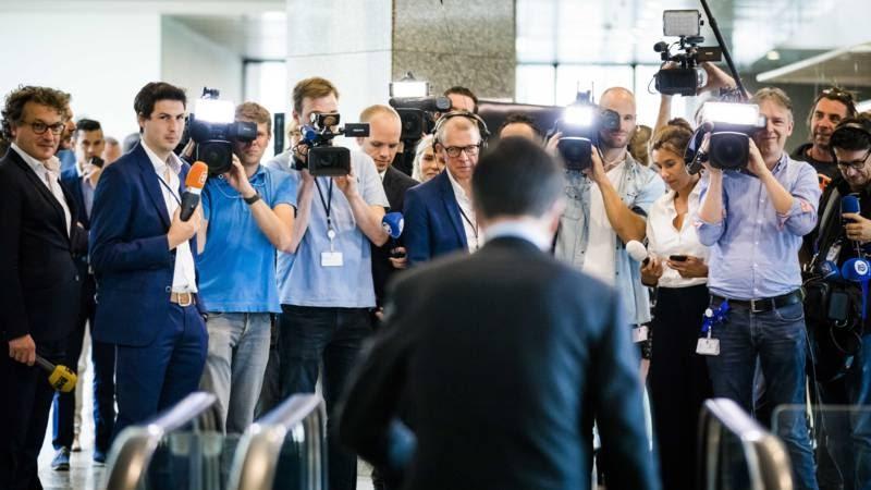 Corrupt Nederlands Parlement Wordt Wakker