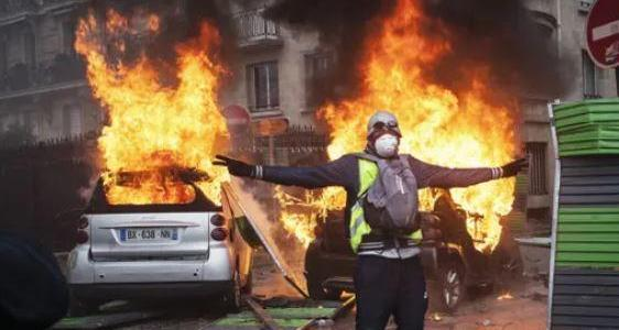 france-in-chaos-macron-considers-state-of-emergency-amid-8220yellow-vest8221-protests-8220all-options8221-considered