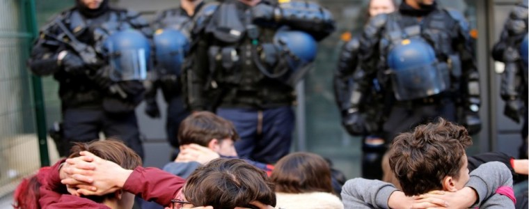 shocking-for-democracy-thousands-put-into-custody-since-start-of-yellow-vest-protests-in-france