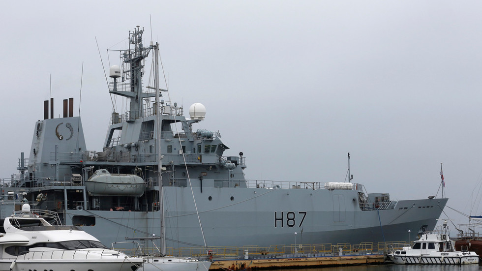 ukrainian-official-invites-british-warship-to-cross-kerch-strait-amp-see-how-russia-reacts
