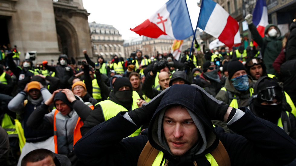 stop-treating-people-like-beggars-or-face-hatred-yellow-vests-to-macron