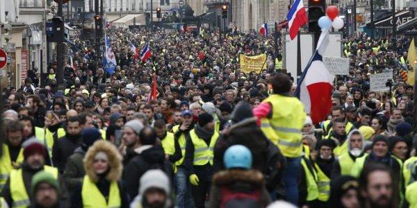 demonstrationen-in-ganz-frankreich-gegen-macron