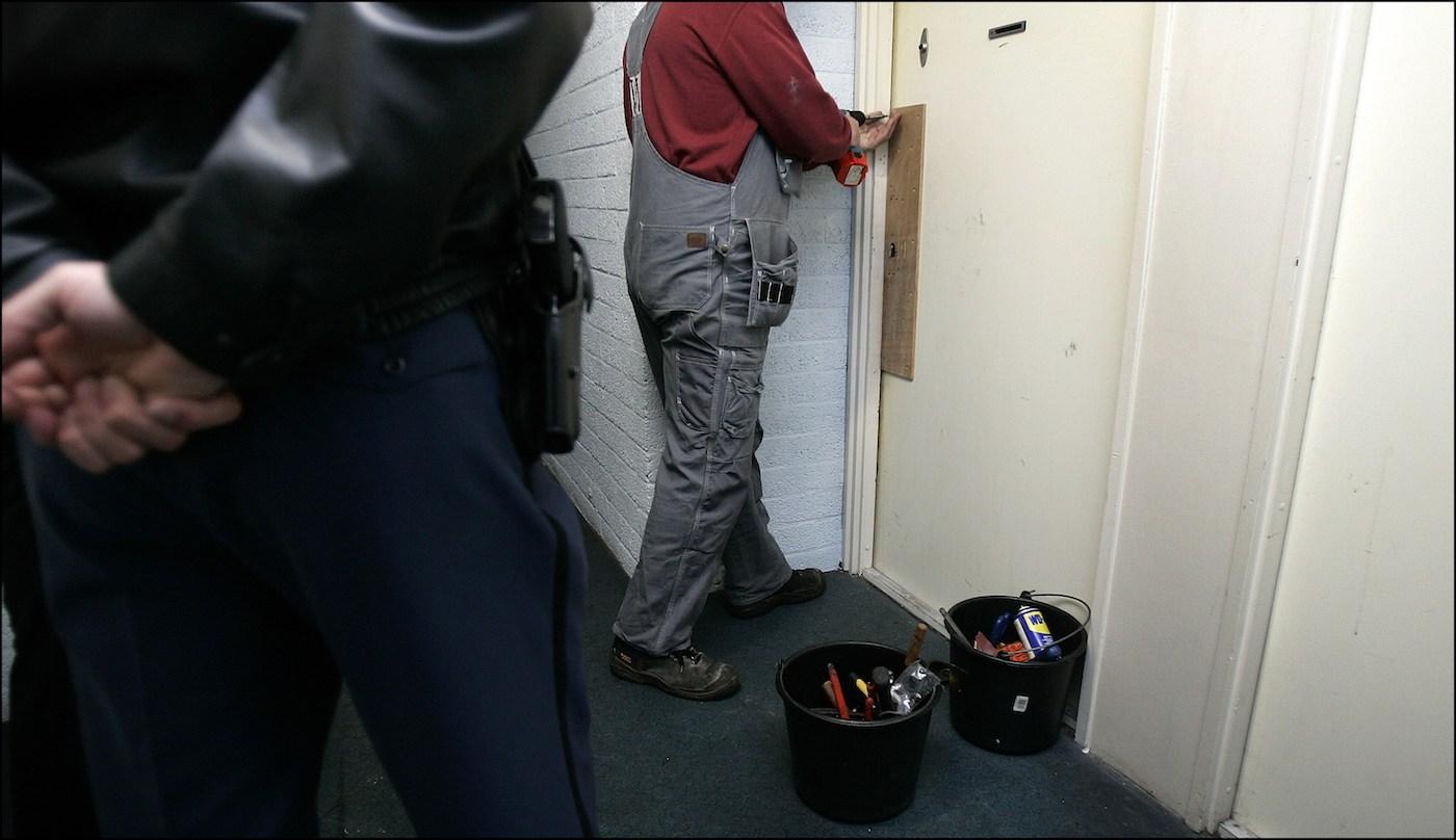 getergde-deurwaarders-buigen-het-hoofd-voor-druk-toezichthouder