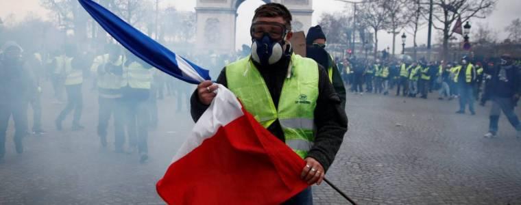 media-venezuela-protests-good-yellow-vests-bad.