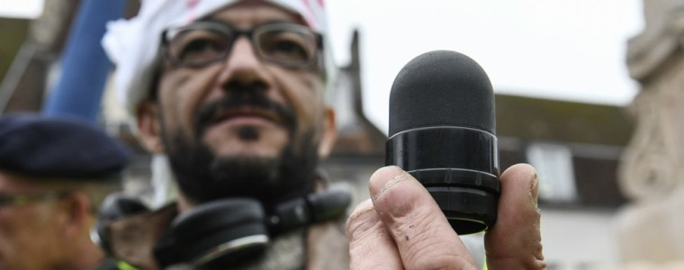 french-ophthalmologists-demand-macron-ban-rubber-bullets-as-eye-injuries-spread-like-epidemic