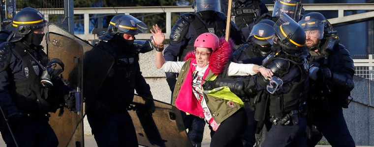 french-mps-approve-anti-riot-bill-amid-yellow-vest-protests-rights-watchdog-sounds-alarm