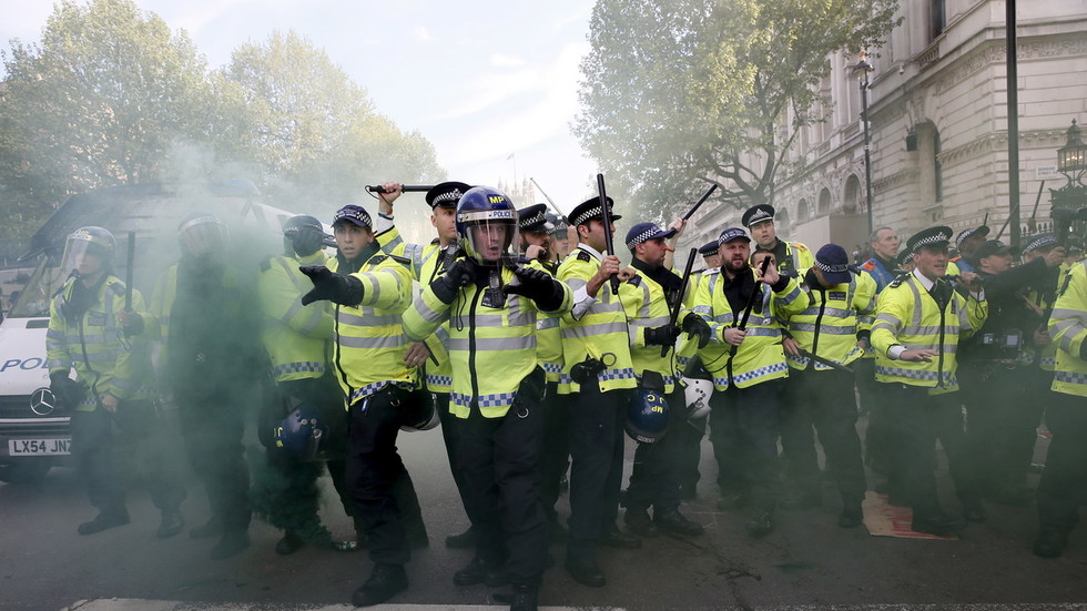 uk-police-ready-10000-riot-officers-as-fears-brexit-tensions-could-worsen