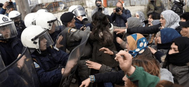 hundreds-of-migrants-battle-with-greek-riot-police-after-8216fake-news8217-about-open-border