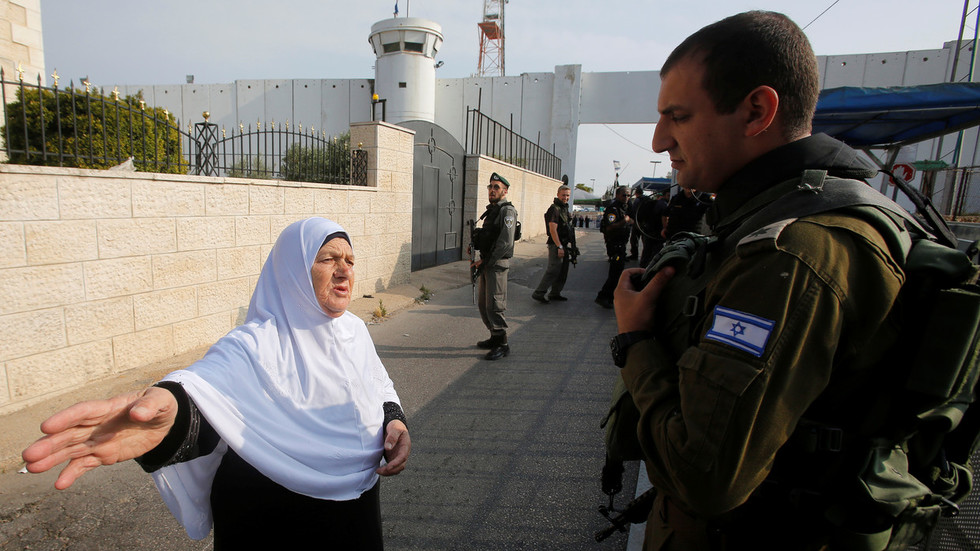 idf-puts-palestinians-on-lockdown-but-settlers-can-move-freely-during-israeli-election