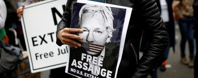 'everyone-else-must-take-my-place':-assange-in-letter-from-british-prison