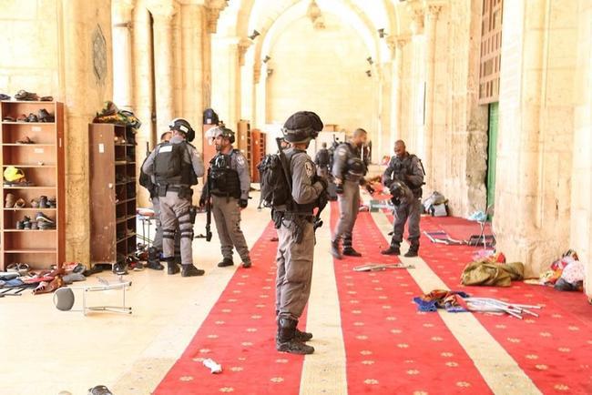 severe-clashes-as-jewish-settlers-enter-jerusalem's-al-aqsa-mosque-compound