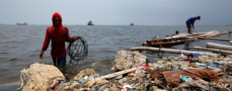 'we're-not-a-dumpster!'-indonesia-sends-plastic,-shoes-&-diapers-disguised-as-paper-waste-back-to-us