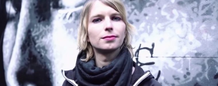 chelsea-manning-is-now-being-fined-$1,000-a-day-for-grand-jury-resistance