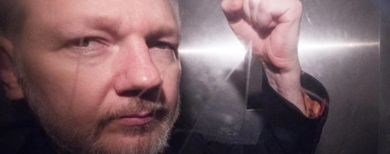 the-just-world-fallacy:-why-people-bash-assange-and-defend-power