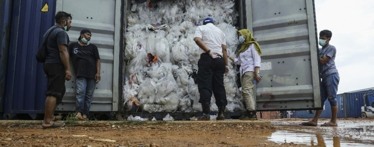 cleaning-house:-indonesia-returns-yet-more-'contaminated'-aussie-garbage