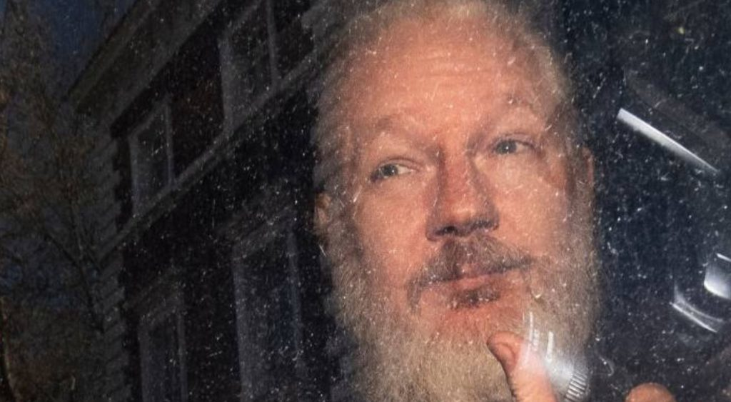 media-dead-silent-as-award-winning-journalist-crumbles-the-myths-surrounding-julian-assange