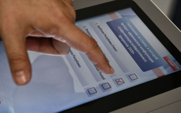 mit-online-voting-ist-russland-vorreiter-bei-durchfuhrung-von-wahlen-–-juristen