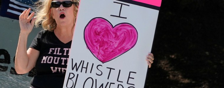 democratic-establishment-belatedly-embraces-'whistleblowers'…but-only-the-'safe'-kind