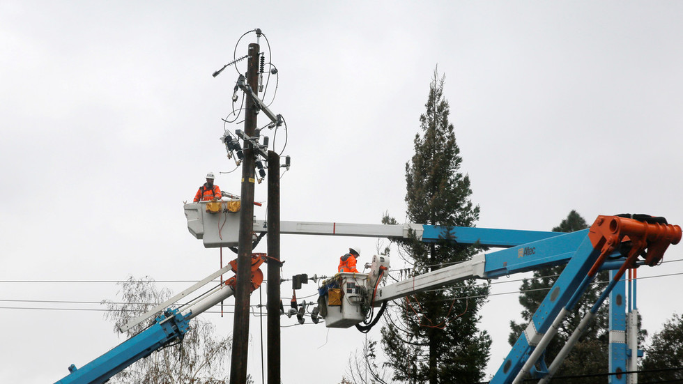 'completely-unacceptable':-anger-as-power-company-shuts-off-supply-to-800,000-over-california-wildfire-fears