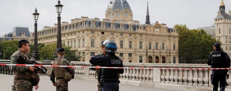 paris-police-officers-disarmed-and-suspended-as-department-roots-out-radicalization-in-its-own-ranks-–-reports