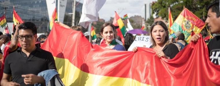 putschversuch-in-bolivien-–-mit-heiligem-kreuz,-schlagertrupps-und-strasensperren-notigen-konservative-evo-morales-zum-rucktritt