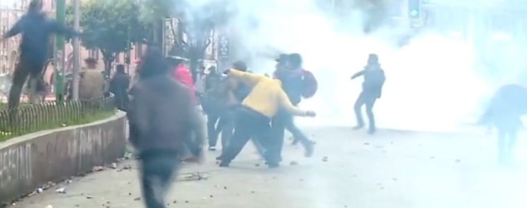 watch-morales-supporters-tear-gassed-in-clashes-with-riot-police-as-bolivians-protest-unelected-'interim-president'-(video)