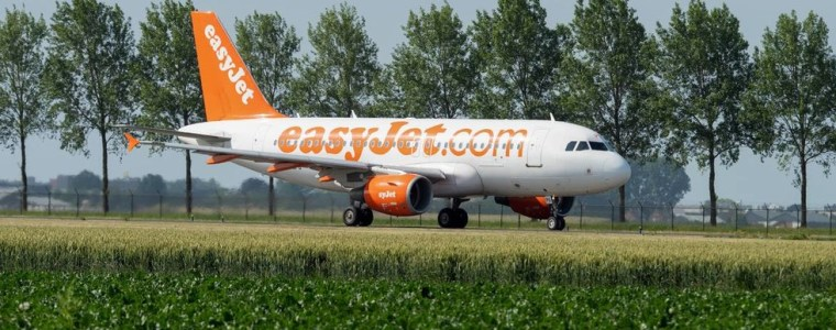 'greta-phenomenon':-easyjet-joins-corporate-trend-of-pretending-to-go-green-to-seem-like-they-care,-analysts-tell-rt