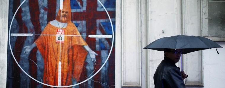 'treat-him-like-any-australian-citizen-or-journalist':-pamela-anderson-pleads-for-julian-assange-with-pm-scott-morrison