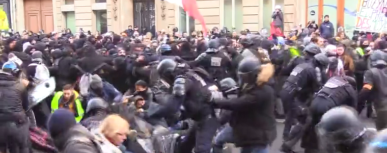 fierce-clashes-erupt-in-paris-as-yellow-vests-hit-streets-for-62nd-consecutive-weekend-(video)