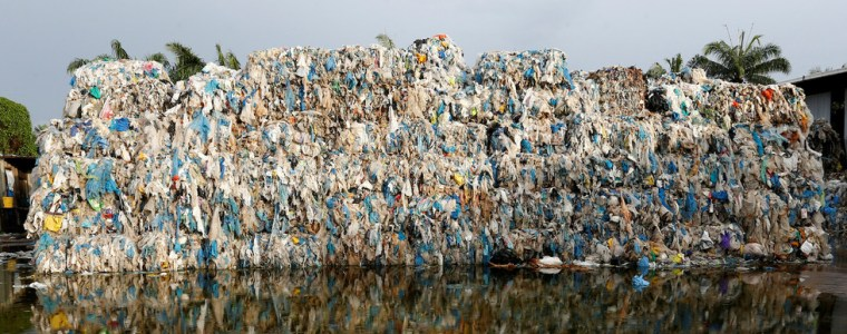 not-to-become-the-world's-garbage-dump:-malaysia-sends-back-thousands-of-tons-of-trash