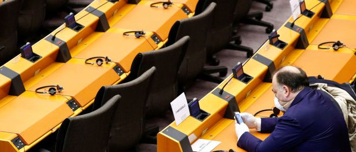 trotz-heimarbeit:-eu-abgeordnete-wollen-hotelkosten-erstattet-bekommen