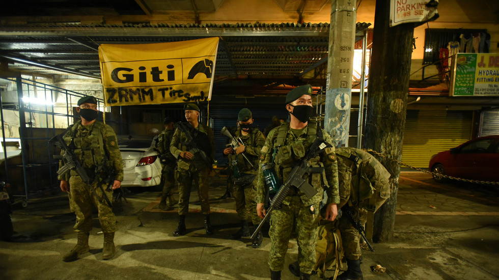 'no-turning-back':-duterte-threatens-martial-law-after-soldiers-ambushed-and-killed-during-covid-19-aid-delivery