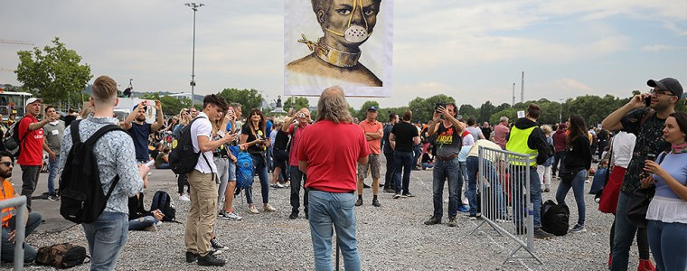 social-distancing-while-protesting-social-distancing:-half-a-million-germans-want-to-walk-out,-but-only-1%-allowed-to