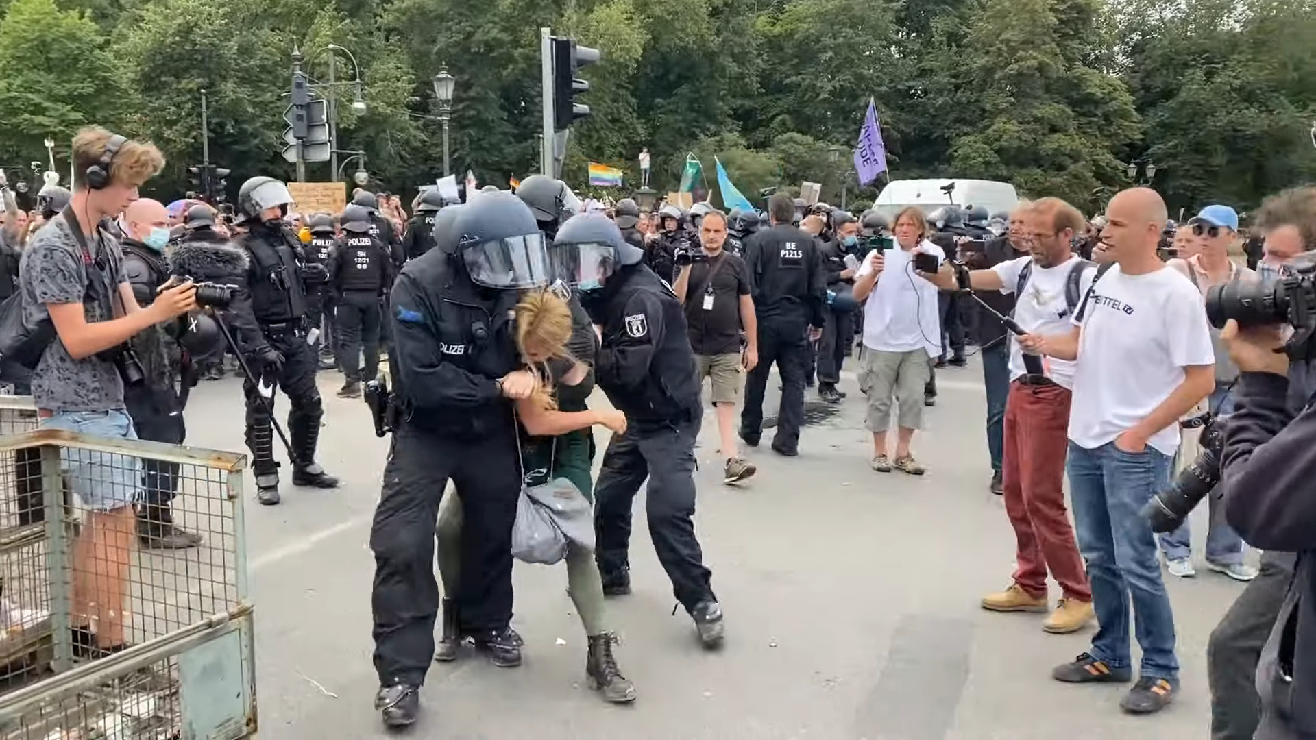 kenfm-am-set:-300820-–-berliner-polizei-setzt-senatsvorgaben-mit-gewalt-gegen-friedliche-burger-um- -kenfm.de