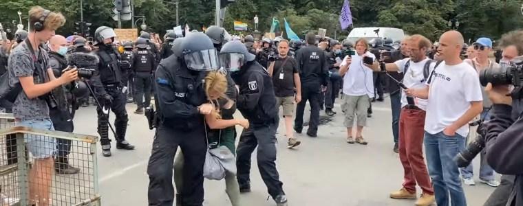 kenfm-am-set:-300820-–-berliner-polizei-setzt-senatsvorgaben-mit-gewalt-gegen-friedliche-burger-um-|-kenfm.de