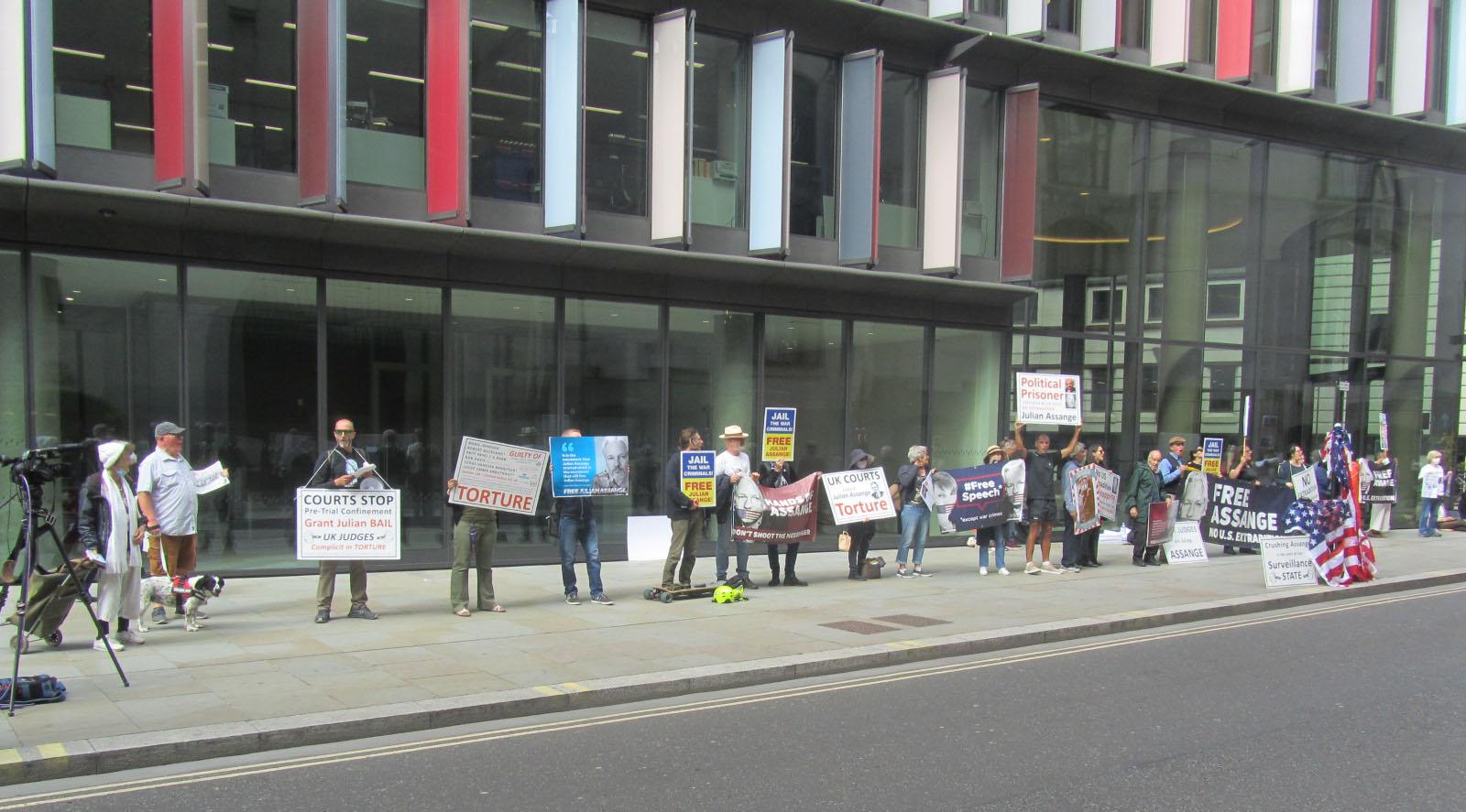 in-london-scheint-die-sonne,-aber-weiterhin-nicht-auf-julian-assange