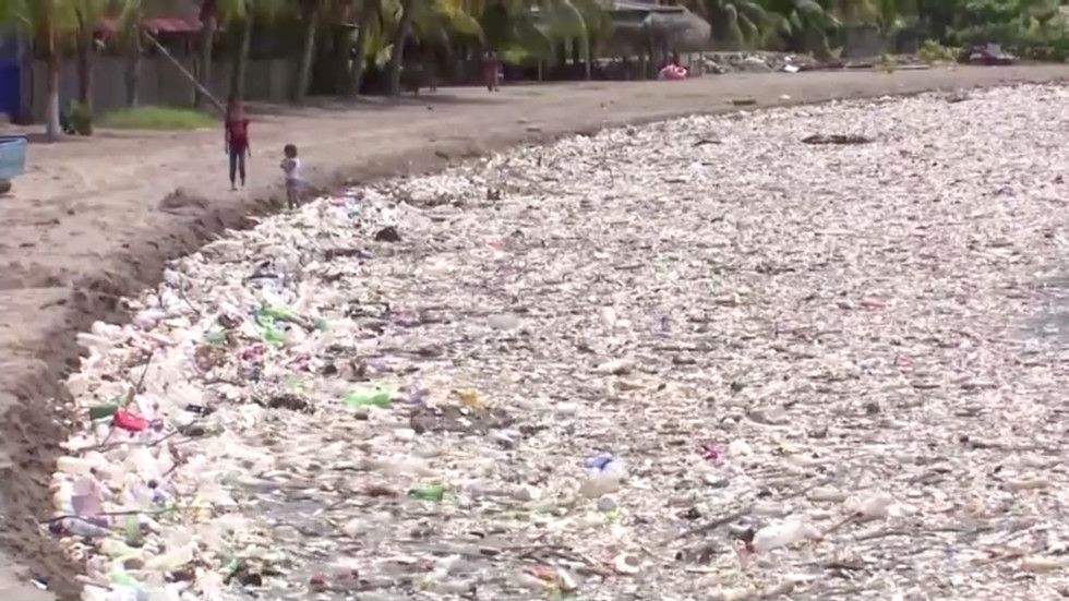 100+-tons-of-garbage-washed-up-on-idyllic-caribbean-beach-in-honduras-after-anti-waste-barrier-failure-in-guatemala-(videos)