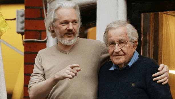 noam-chomsky-testifies-in-assange-hearing;-extradition-decision-not-expected-till-next-year