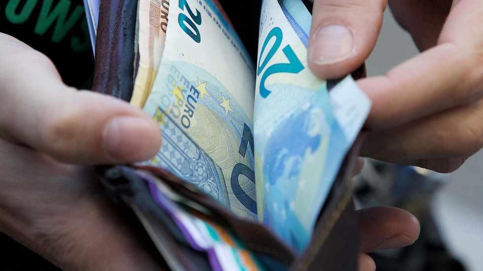 money-laundering-time?-covid-19-can-survive-on-cash-for-28-days,-study-claims