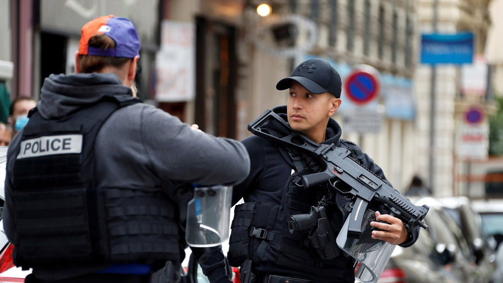 france-raises-national-terror-alert-system-to-maximum-level-after-nice-church-attack