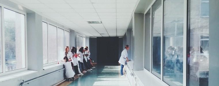 italiaanse-verpleegkundigen-weigeren-niet-aansprakelijkheid-disclaimer-van-pfizer-te-ondertekenen-–-frontnieuws